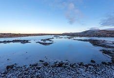 在雷克雅未克附近的著名蓝色盐水湖 库存图片
