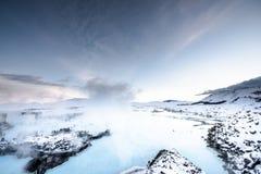 在雷克雅未克,冰岛附近的著名蓝色盐水湖 免版税图库摄影
