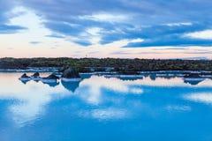 在雷克雅未克,冰岛附近的蓝色盐水湖地区 免版税图库摄影