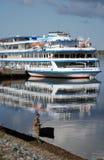 在雷宾斯克镇,俄罗斯游轮米哈伊尔・布尔加科夫 免版税库存照片