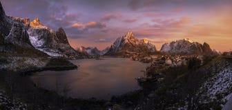 在雷讷,挪威的日出 库存图片