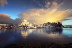 在雷讷, Lofoten海岛,挪威的日出 图库摄影