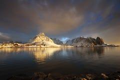 在雷讷, Lofoten海岛,挪威的日出 库存图片