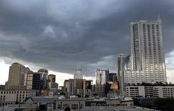 在雷雨云下的街市奥斯汀 免版税库存照片