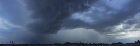 在雷暴前的云彩 库存图片