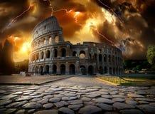 在雷暴的罗马斗兽场 免版税库存照片