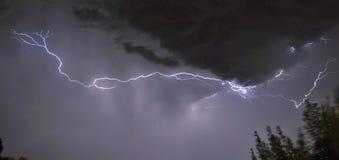 在雷暴的闪电 免版税库存照片