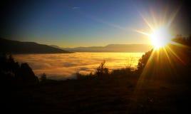 在雾下的萨拉热窝 库存图片