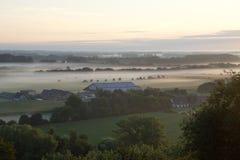 在雾之上的日出 图库摄影