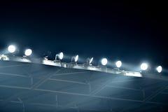 在雾的体育场泛光灯 库存图片