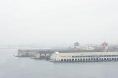 在雾的哈瓦那口岸 库存图片
