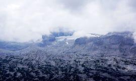 在雾的奥地利冰川Pasternets 免版税库存照片