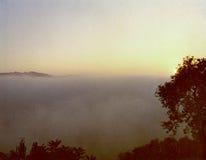 在雾的日出在宾夕法尼亚填装了谷 免版税库存照片