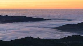 在雾的日出 免版税图库摄影