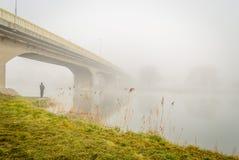 在雾的桥梁 免版税库存照片