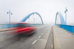 在雾的桥梁 免版税库存图片