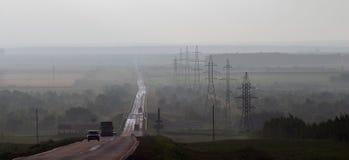 在雾的路 免版税图库摄影