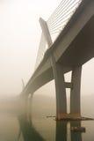 在雾的长江桥梁 免版税图库摄影