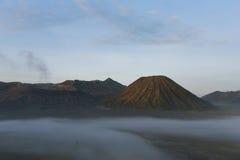 在雾的Bromo 免版税库存图片