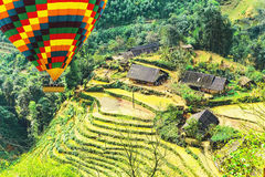 在露台的山农厂风景的米领域 免版税库存图片