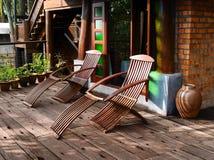 在露台的木活动靠背扶手椅 免版税库存图片