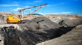在露天开采矿煤矿的牵引索 图库摄影
