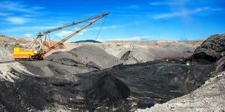 在露天开采矿煤矿的牵引索 免版税图库摄影