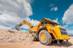 在露天开采矿的联合矿业 免版税库存照片