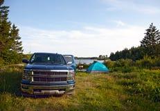 在露营地的一辆卡车 库存图片