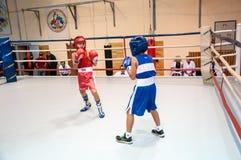 在青少年中的拳击 免版税库存照片