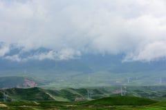 在青海西藏高原的动力设备 免版税库存照片