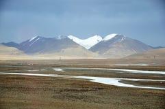 在青藏高原的冬天风景 免版税库存照片