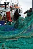 在非常黑暗,风暴日期间,切削刀和渔夫在钓鱼以后 免版税图库摄影