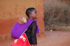 在非洲-村庄Pomeri的孩子的面孔的神色 图库摄影