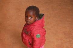 在非洲-村庄Pomeri的孩子的面孔的神色 免版税库存照片