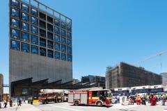在非洲的新的蔡茨当代艺术博物馆的建造场所的消防队在开普敦 免版税图库摄影
