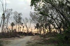 在被毁坏的海滩的日出 库存图片