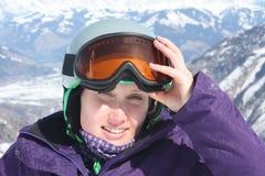 在面具的少妇面孔和盔甲,滑雪胜地在奥地利 免版税库存图片