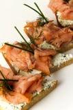 在面包切片的三文鱼内圆角 库存图片