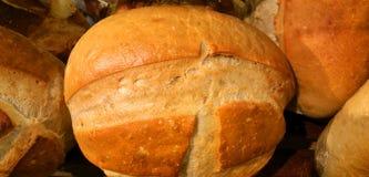 在面包店的新鲜面包 免版税库存照片