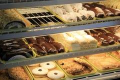 在面包店的酥皮点心盒 免版税库存照片