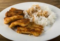 在面包渣和米的鱼 库存照片