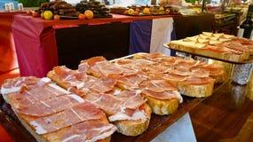 在面包的西班牙火腿 库存图片