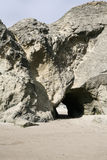 在面孔岩石的洞 库存图片