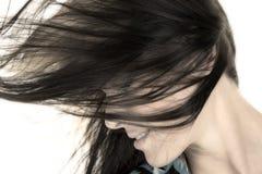 在面孔的妇女顶头closewith头发从边 免版税库存照片