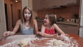 在面粉的妈妈的面孔 影视素材