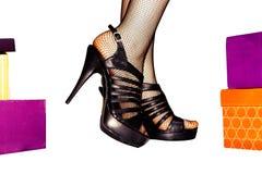 在鞋子的妇女行程 库存照片