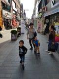 在韩国的街道上的一个场面 库存图片