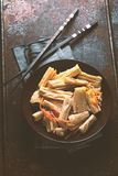 在韩语的开胃菜芦笋一块陶瓷板材和筷子的 免版税库存照片