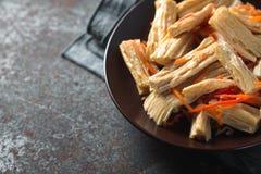 在韩语的开胃菜芦笋陶瓷板材拷贝空间的 免版税图库摄影